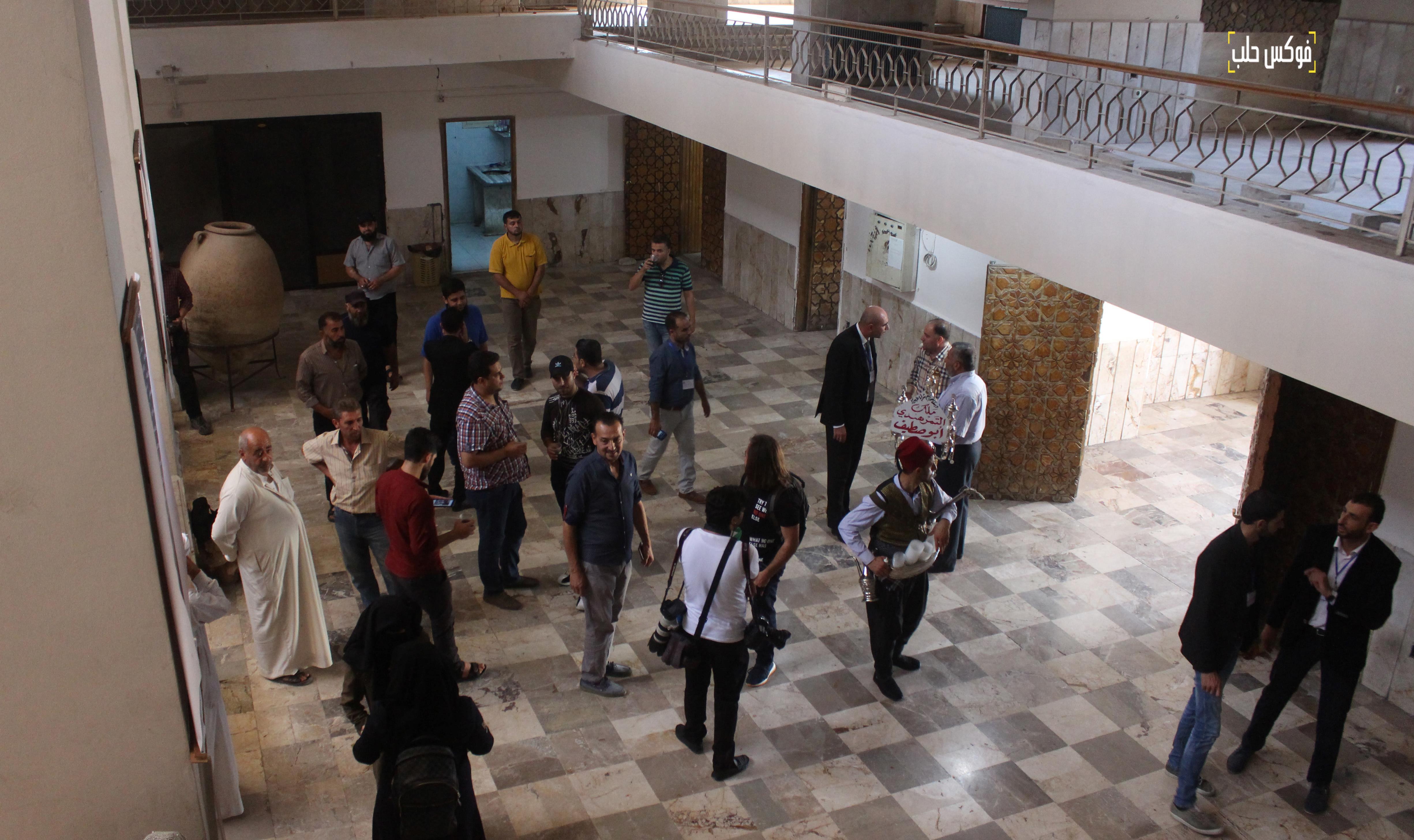 جانب من زوار متحف إدلب.
