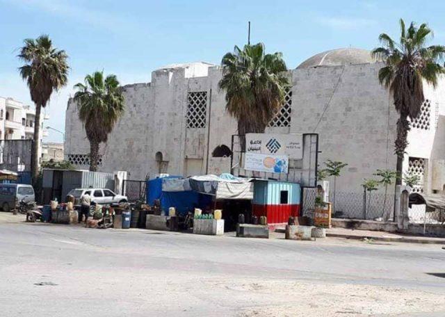 مبنى متحف إدلب من الخارج في 2015 قبل إعادة التأهيل.
