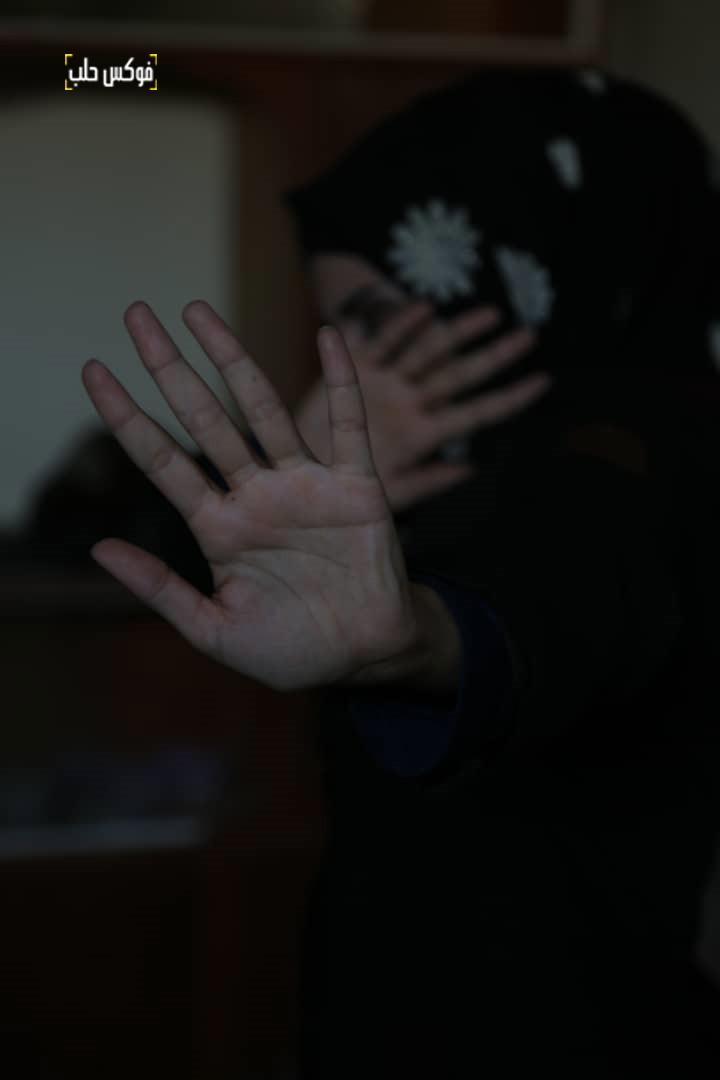 """مشهد تمثيلي لإحدى المشاركات في """"حملة 16 يوم""""."""