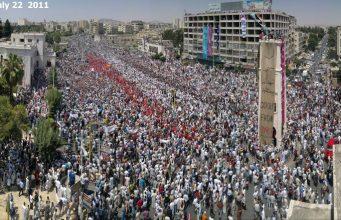 الصورة من مظاهرات حماة 2011 (أنترنت).