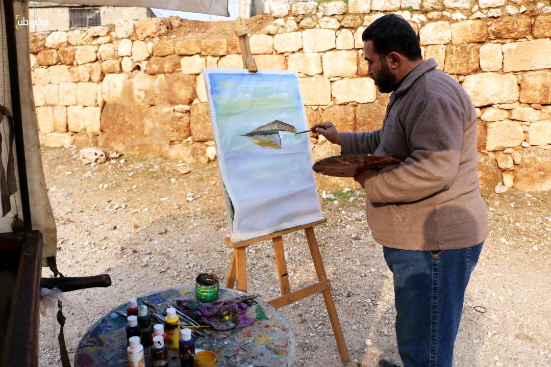 محمد عساف يرسم بالقرب من عربته
