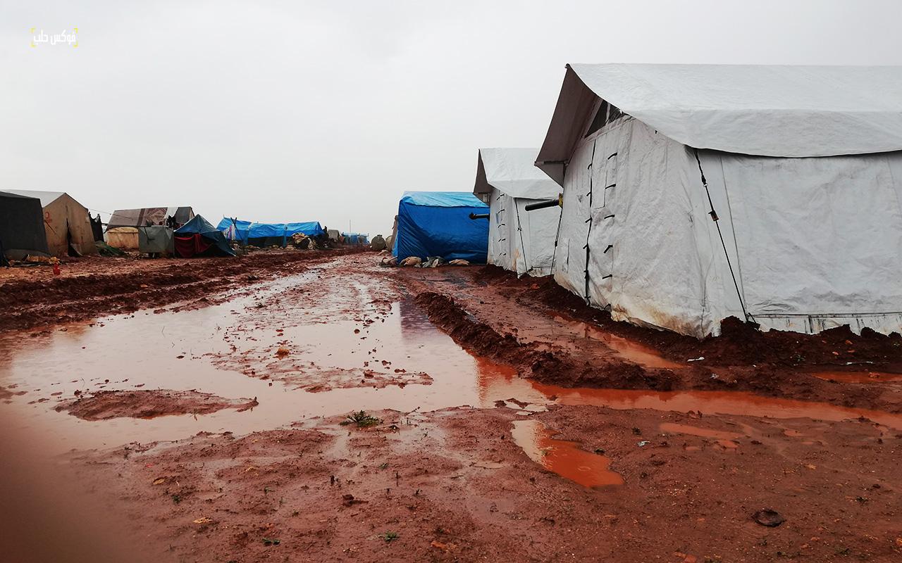 شوارع مخيم قرطبة بريف حلب الغربي بعد العاصفة المطرية