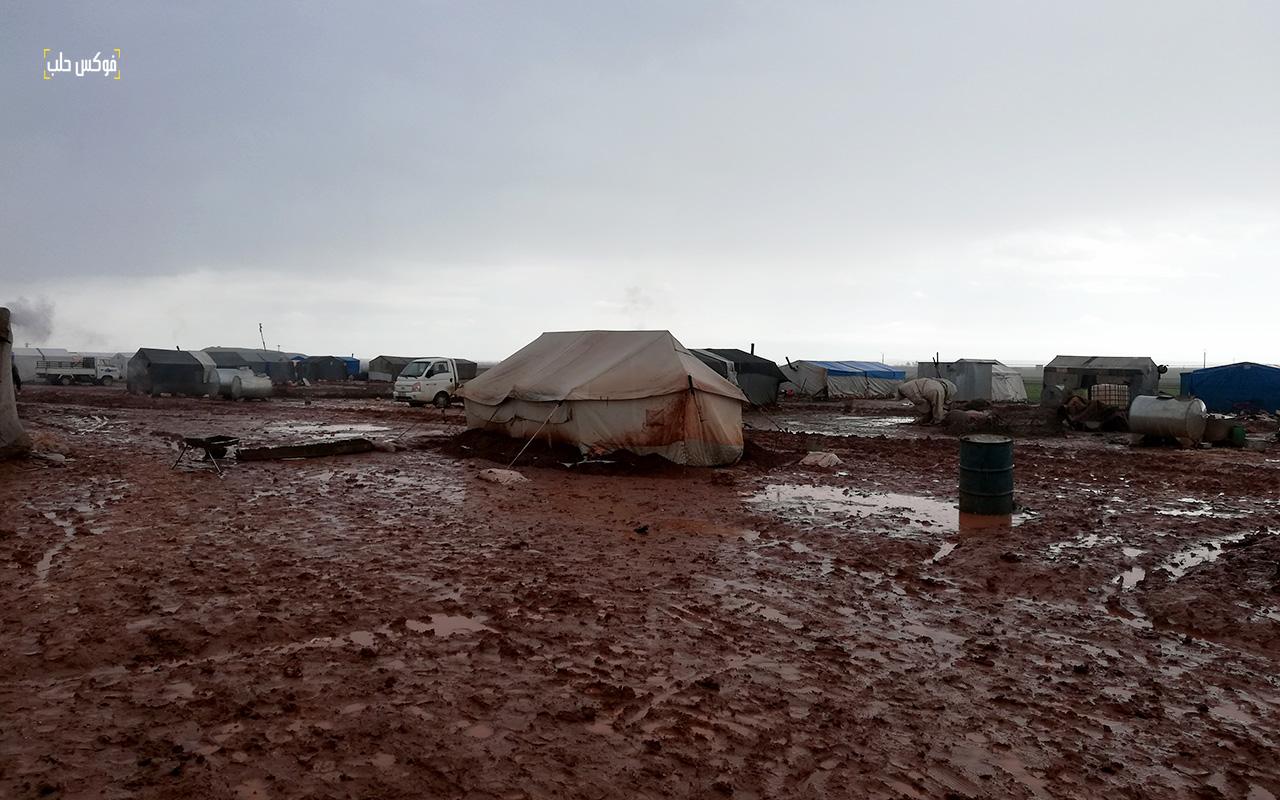 تضرر الخيام في مخيم قرطبة 1 بسبب العاصفة المطرية