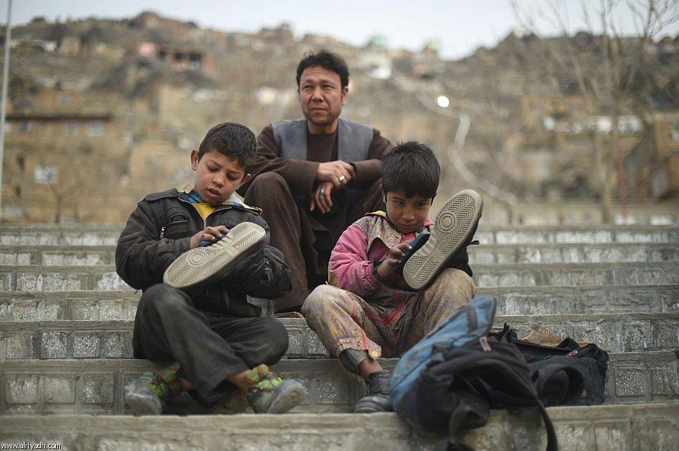 أطفال يعملون في مسح الأحذية - أنترنيت
