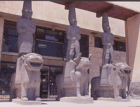 مدخل متحف حلب في الوسط الإله حدد -أنترنيت