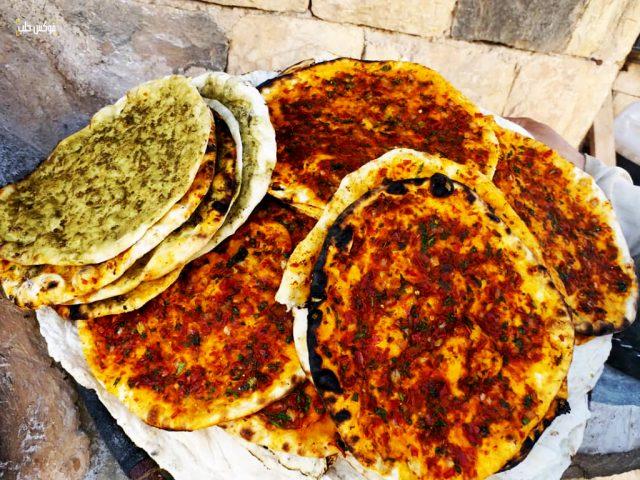 منتجات أم علي من خبز التنور بقرية ترملا في ريف إدلب الجنوبي