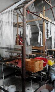 نول من الخشب والحديد في مدينة أريحا بمحافظة إدلب