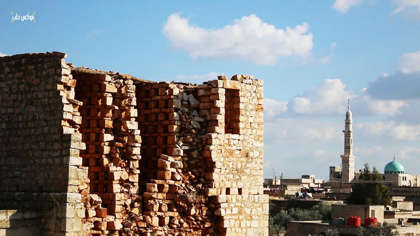 جزء من الدمار الذي تعرض له برج حمام ترملا نتيجة القصف والعوامل الجوية