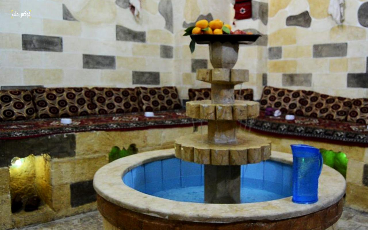 بركة الماء وسط ساحة الحمام الريحاوي بمدينة أريحا