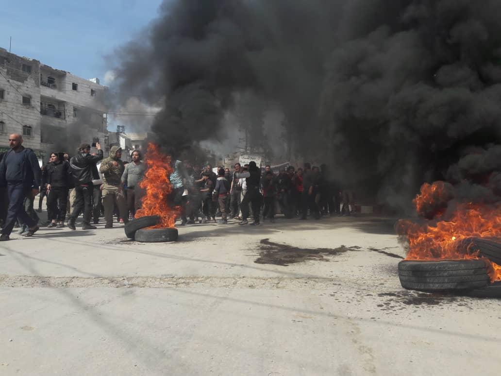 إحراق الإطارات في شوارع مدينة الباب احتجاجاً على الفلتان الأمني -فوكس حلب