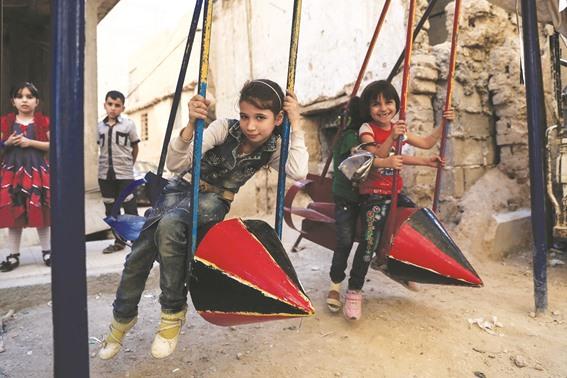 ألعاب أطفال في الغوطة الشرقية خلال فترة الحصار بينها ألعاب مصنوعة من بقايا الصواريخ -إنترنيت