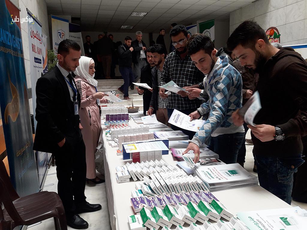 عرض لأدوية من الشركة الراعية للمؤتمر.