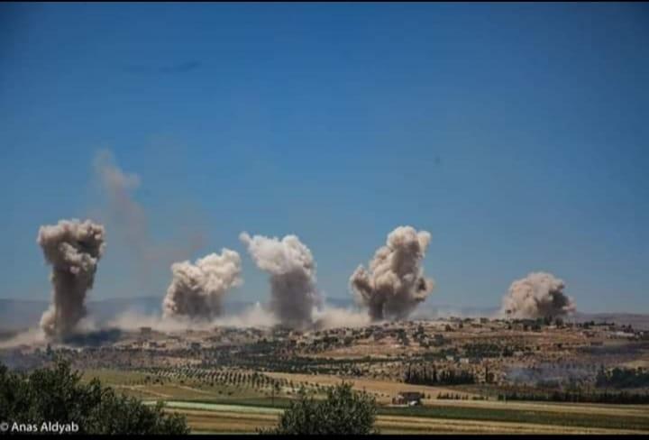 خمسة براميل متفجرة على قرية عابدين بريف إدلب -إنترنيت