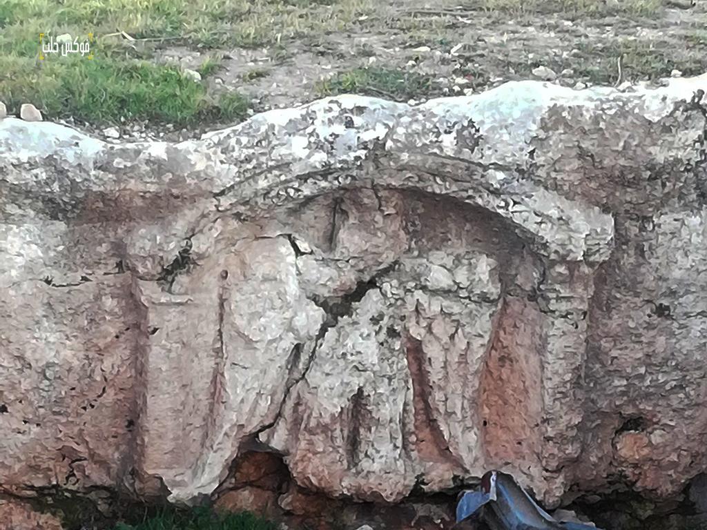 نسر روماني منحوت على واحدة من صخور قنسرين