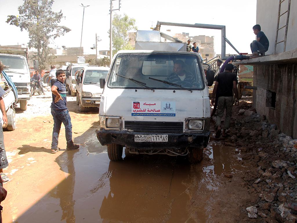 توزيع مياه الشرب في مدينة الباب من أمام خزان المجلس المحلي