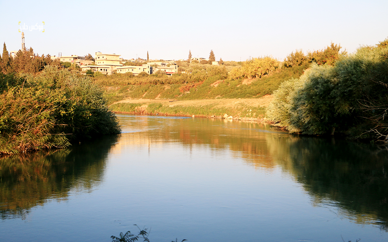 مجرى مائي لنهر العاصي يستخدم لري المحاصيل الزراعية