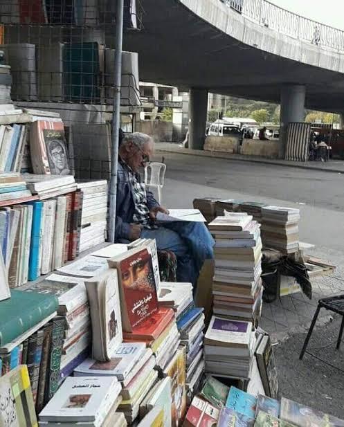 بسطات الكتب تحت جسر الرئيس بدمشق -إنترنيت