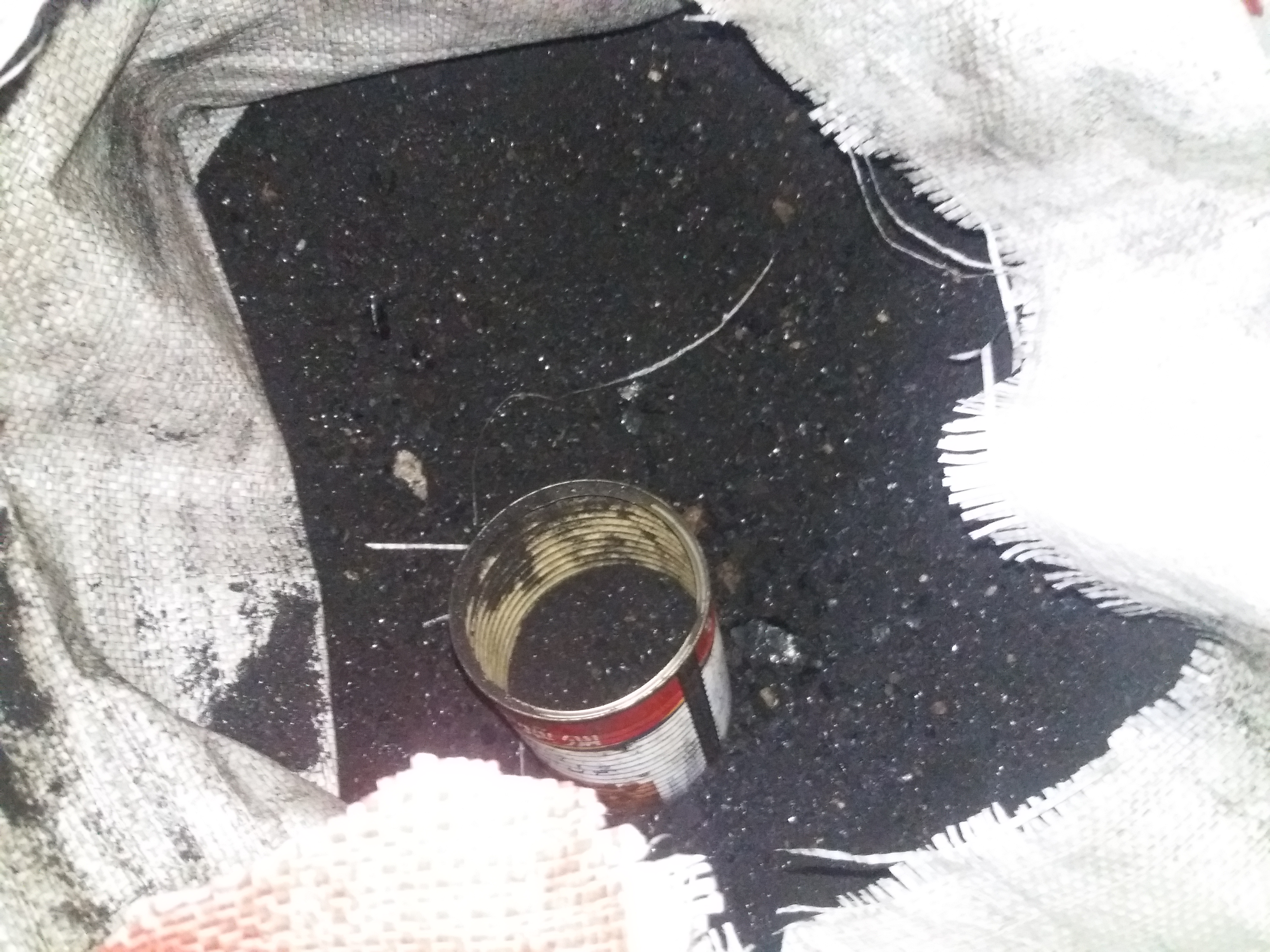 """مخلفات نفطية تعرف باسم """"رميلان"""" وتستخدم كفحم حجري للتدفئة -فوكس حلب"""