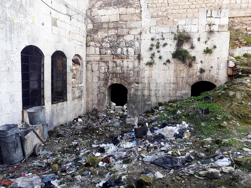 زاوية الوقف والجدار والقوس الذي بقي منها في خان الشحادين