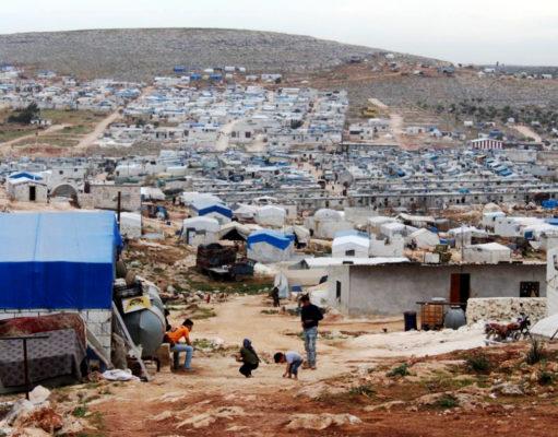 كتل من الخيام الاسمنتية في الشمال السوري