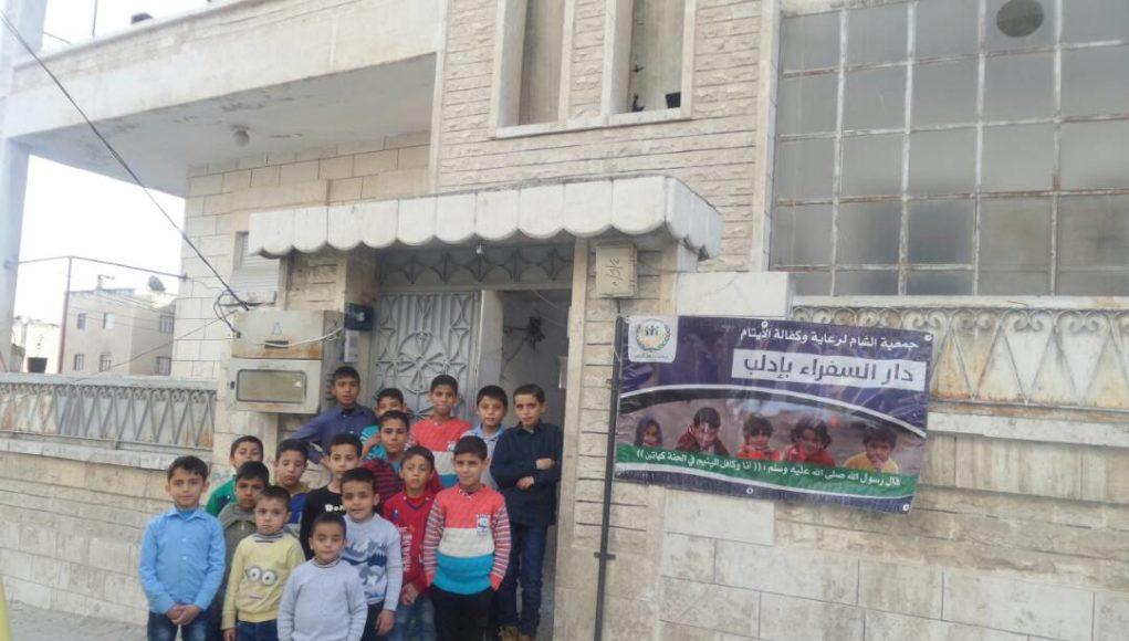 الصورة لدار السفراء للأيتام بإدلب -إنترنيت