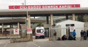 الصورة لدخول سيارة إسعاف عبر معبر باب الهوى إلى تركيا -إنترنيت
