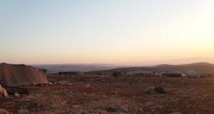 ما يشبه المخيم أقامه البدو بالقرب من جبل الشيخ بركات -فوكس حلب