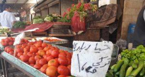 بسطة خضار في إدلب تظهر تجاهل وضع اللائحة السعرية التي فرضتها الرقابة التموينية -إنترنيت