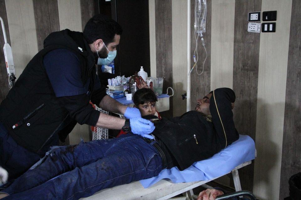 أحد المصابين بحادث مروري في مشفى إدلب المركزي -المصدر: صفحة المشفى في الفيس بوك
