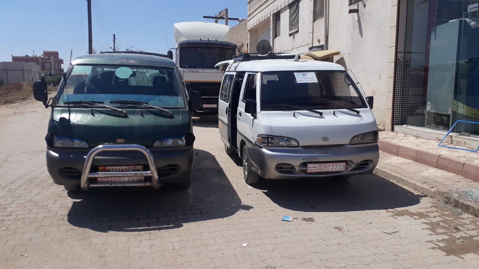 حافلة وضع عليه نمرة مزدوجة للسماح لصاحبها بالعمل في عفرين وريف حلب الشمالي
