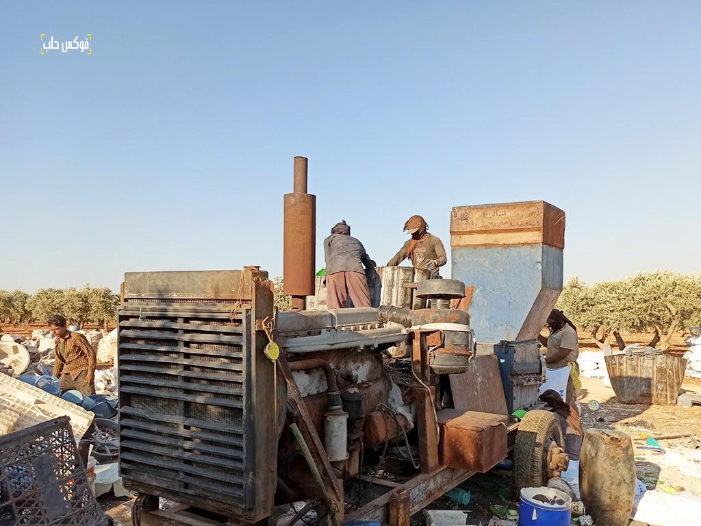 آلة جرش البلاستيك بالقرب من مخيم الخليفة شمال إدلب