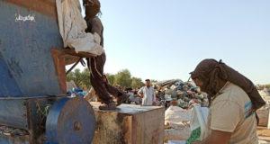 """جرش وفرز البلاستيك بالقرب من مخيم """"الخليفة"""" شمال إدلب"""