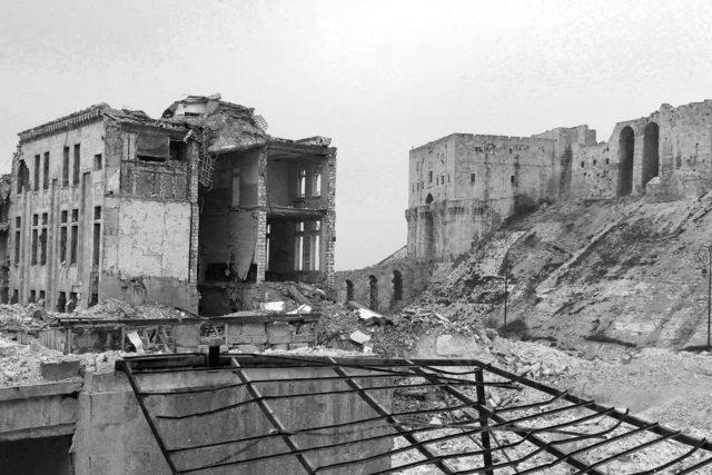صورة للدمار في محيط قلعة حلب - تصوير جلال مامو