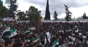 علم الثورة يوحد ساحات التظاهر في إدلب