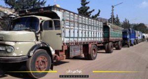 الصورة: شاحنات نقل البضائع تنتظر دورها في معبر باب الهوى الحدودي.