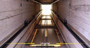 خلال تركيب المصعد الكهربائي في إدلب